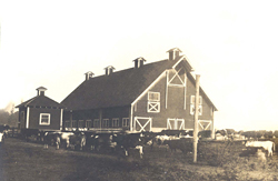 This large Meadowbrook Farm dairy barn was located half-way between Snoqualmie and North Bend on SR-202
